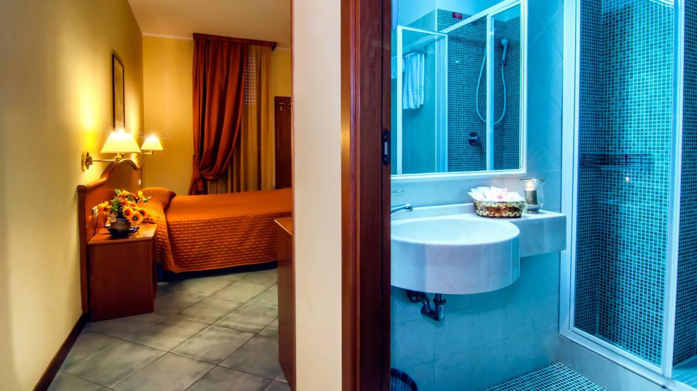 Hotel-degli-amici-artena-double-room