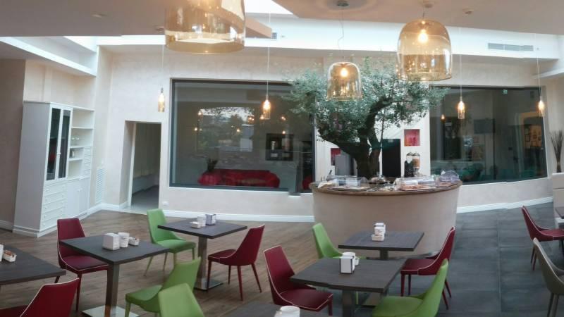 hotel-degli-amici-sala-colazioni-20170916-074709